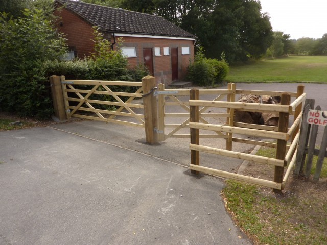 Medbourne Timber Kissing Gate - Medium Mobility