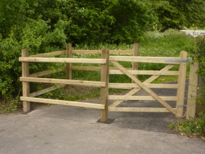 Medbourne Timber Kissing Gate - Large Mobility